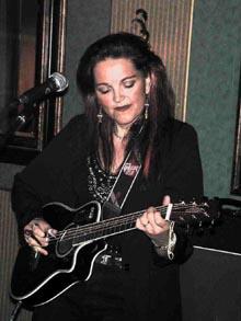 Kristin Berglund (Foto: Bluesfestivalen Soulsvær og Lofoten Bluesklubb)