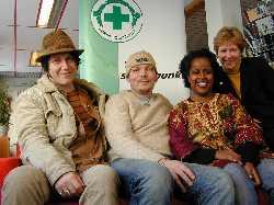 Vidar Busk, Ketil Holter, daglig leder på bluespuben Muddy Waters, Hannah Wozene Kwam fra Queendom og Eva Bjøreng, generalsekretær i Norsk Folkehjelp.  (Foto: Are Hovdenak)