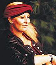 Pia Raug (DK)