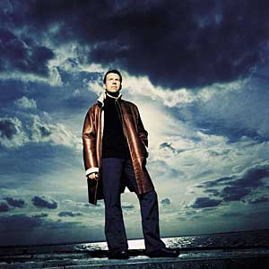 Leif Ove Andsnes 2004 (med frakk)