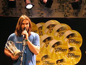 Christer Falck mottar prisen for Årets by:Larmer 2005