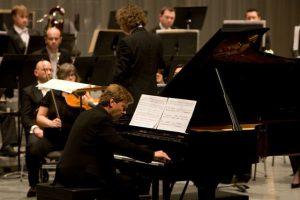 Magnus Lindberg spiller musikk av seg selv