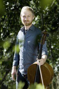 Fredrik Schøyen Sjölin_bak (Foto: John Hughes/Rikskonsertene)