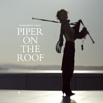 Elisabeth Vatn: Piper on the roof