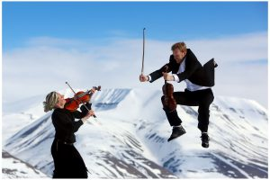 To ac NOSO Kammerorkesters musikere  Foto: Yngve Olsen Sæbbe