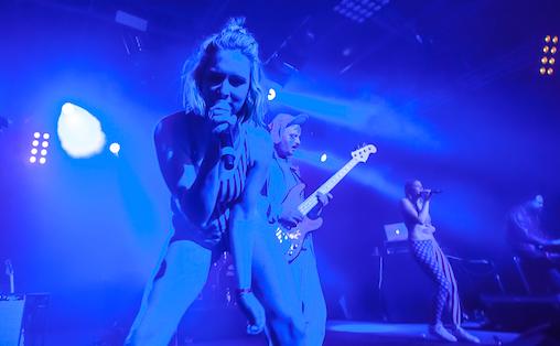 Selv om KUUK har en vei å gå for å finne sin greie i konsertform, har de et stort potensial som liveband, mener Birgitte Sandve. Foto: Valentin Zaharia