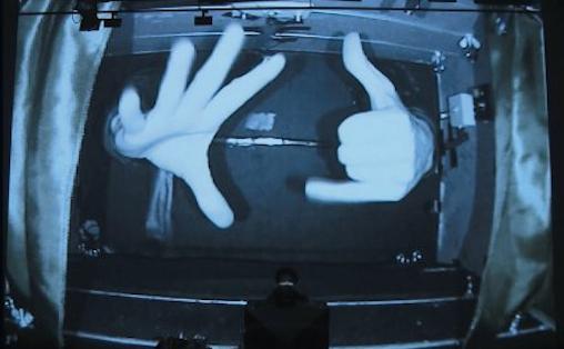 I Simon Steen Andersens «Black Box Music» spiller Håkon Stenes hender en viktig rolle.