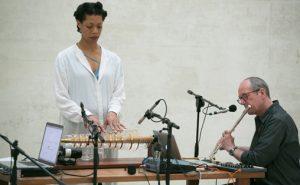 Performance av Camille Norment og David Toop, 8. mai i den Nordiske paviljongen.  Foto: OCA / Marta Buso.