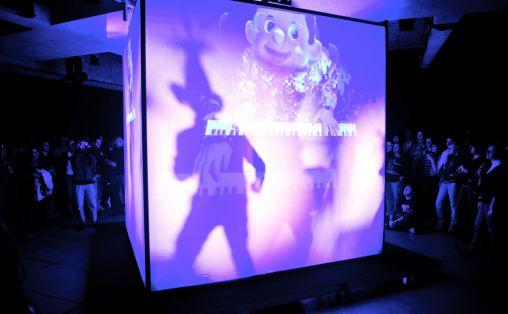 TM er musikkprogrammet til Transmediale, en festival for digital kunst. Festivalene løper parallelt den første uka i februar hvert år. I år ble CTM arrangert for 17. gang. Her opptrer Apparatjik (med bl.a. Magne Furuholmen) på festivalen i 2010. Foto: Thomas Kolbein Bjørk Olsen, Berlinkontoret.no