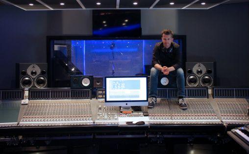 Lars K. Hustoft i studio. Foto: Privat