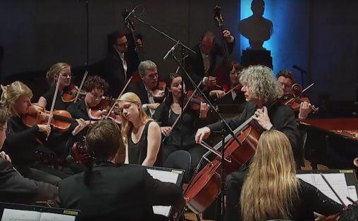 Stillbilde fra Det norske kammerorkesters video fra konsert i Universitets aula
