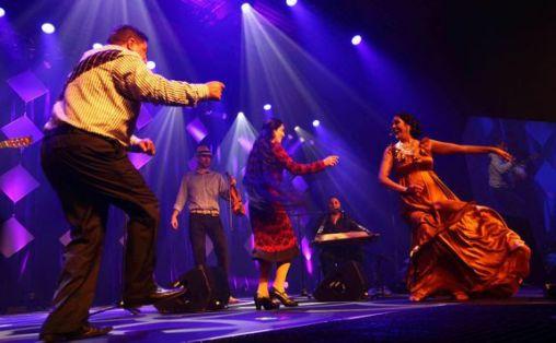Førde internasjonale folkemusikkfestival er en av de tidligere knutepunktfestivalene som fra neste år skal søke Kulturrådets justerte musikkfestivalordning. Bilde fra åpningskonserten i 2016. Foto: Arvid Anthun/Førdefestivale