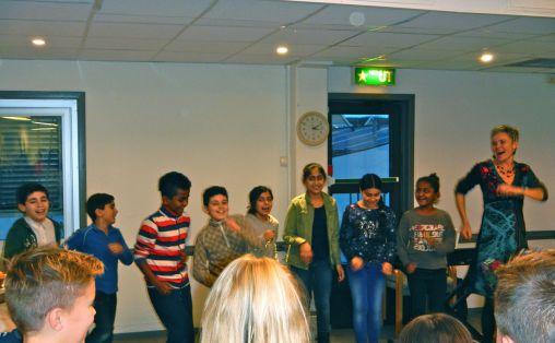 På juleavslutningen for hele Skedsmo mottak fikk barnegruppa fremført noen av sangene til stor jubel fra publikum.