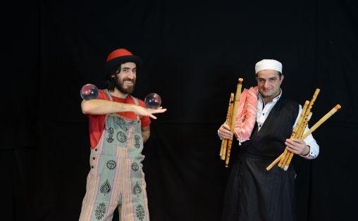 Fra forestillingen Tik tik tik sjonglering Diego Belda, sjonglering og Safaa al-Saadi, fløyter, trommer Foto: Mhende Productions