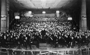 Første oppføring i Amerika (1916), Leopold Stokowski, Philadelphia Orchestra, og koret 1068 musikere)