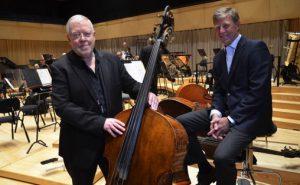 Direktør i Kristiansand Symfoniorkester, Stefan Sköld og styreleder Stein A. Hannevik i Sparebanken Sør instrumentfond