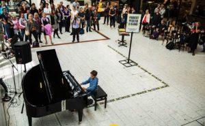 Parkert Piano åpning i Østbanehallen i 2015 Foto: Lars Erlend Tubaas Øymo