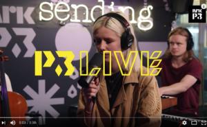 Dagny covrer Susanne Sundfør på P3-Live. (skjermdump).