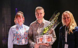Frå venstre Suzanne Nyhuus (Gramo), Ole Nilssen og Anne Tone Raknes (Gramo) Foto: Thomas Westling / FolkOrg