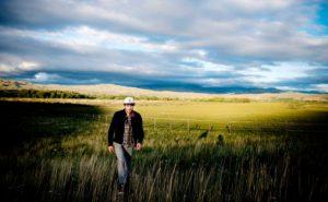 Bjørn Tomren deltok i strupesang i Kyzyl som er hovedstaden i republikken Tuva i Russland. Her ved Yurt camp Biy-Khem ve elven  Biy-Khem (Major Yenisei) Foto: Mikaela Berg