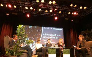 Panelet fra venstre: Hallstein Bjercke (V), Gry Bråtømyr (Norsk jazzforum), Freddy Øvstegård (SV), Tone Østerdal (Norske Konsertarrangører) og ordstyrer Kjersti Vikør (Kulturmeglerne)