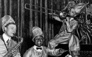 """Bildet er fra forsiden til boka """"Charleston i Grukkedalen. Afroamerikanske artister på norske scener – fra """"blackface""""-komikere til Louis Armstrong"""""""