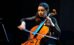 Cellist Natalia Orlowska frå duoen Natalia Orlowska og Bartosz Sosnowski
