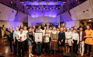 7. klasse på Opedal skule i Lofthus gikk til topps i den nasjonale komposisjonskonkurransen Veslefrikk
