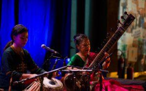 Sanskriti Shresta og tanten Sumitra, som hadde reist hele veien fra Nepal