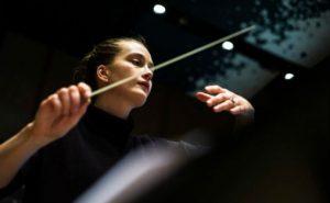 Dirigent Elena Schwarz