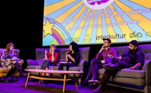 I mangfoldspanel: Tine Rude (Borealis), Leila Rossow (Papillon), Nils Petter Mørland (Brageteatret) og kommunikasjonsmann/redaktør Aon Raza Naqvi. Moderator Silje Eikemo Sande helt til venstre.