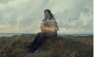 """Stillbilde fra """"Far Away"""" med Berith"""