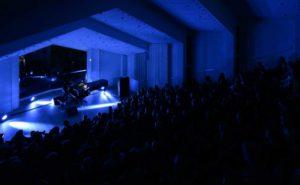 Lindstrøm spilte for en fullsatt Troldsal under Ekkofestivalen i Bergen