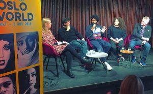 Sandeep Singh (i midten) på panel om musikkritikk
