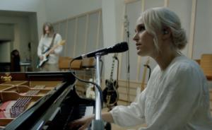 """Still fra videoen """"Selmas sang"""" av Eva Weel Skram"""