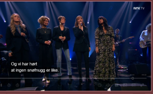 """Ane Brun, Herborg Kråkevik, Kari Bremnes, Anita Skorgan og Maria Mena med sin hyllest til Anne Grete Preus på NRK1s """"Lindmo"""""""