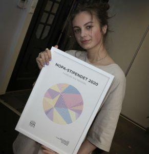 Mia Roussel står bak artistnavnet L.U:N.A, som vant årets NOPA-pris på 40 000 kroner